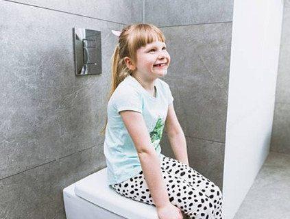 Cara Aman Mengajarkan Anak Untuk Buang Air Kecil Di Toilet Umum
