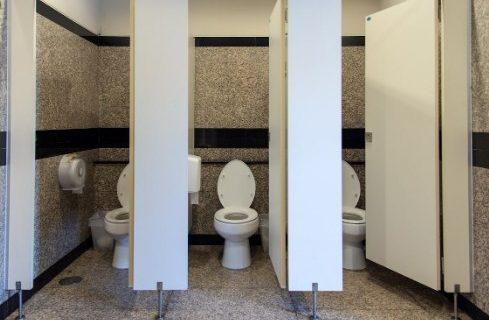 8 Tips Menggunakan Toilet Umum yang Kotor
